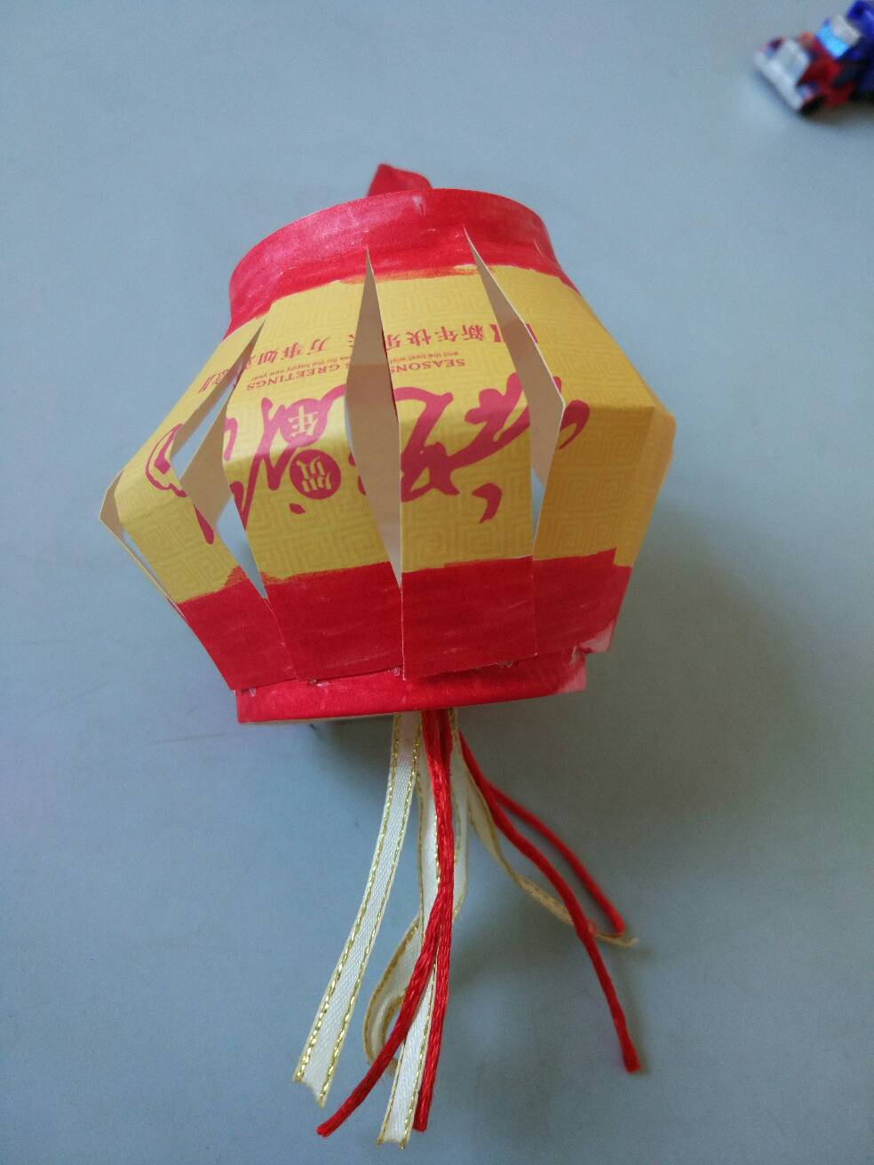 中秋节幼儿园老师布置了一道手工,自制灯笼,我就